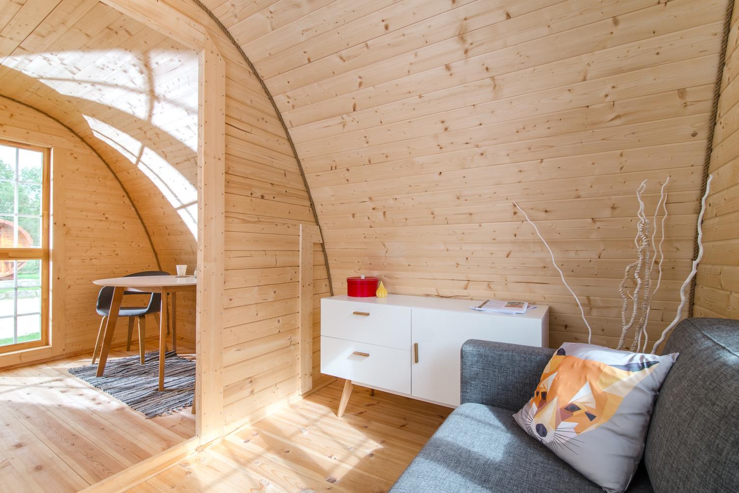 camping_cabane_logement bois_canapé_été